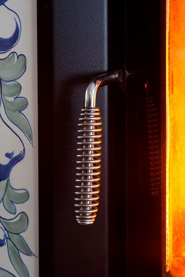 Stufa tirolese in ceramica maiolica